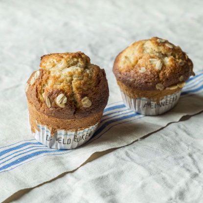 Afbeeldingen van Muffin appel, rozijn & hazelnoot